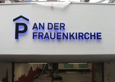 457-Leuchtbuchstaben-Unterputz-Rueckstrahler-blaues-Licht