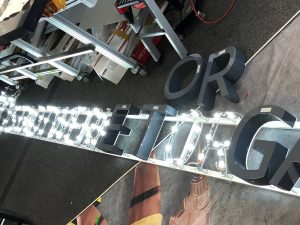 469-Leuchtbuchstaben-Rueckleuchter-LED-Strahler-auf-Unterputz-Gestell