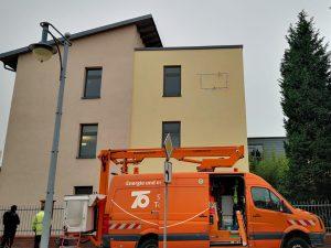 469-Leuchtreklame-Fassadenbeschriftung-Montage-Fassade