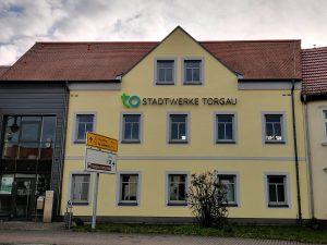 469-Leuchtreklame-Stadtwerke-Torgau-Fassadenbeschriftung
