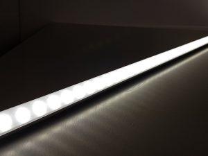 636-LED-Lichtleiste-Lineare-Beleuchtung-Lichtrohr-Ultra-duenn-homogene Ausleuchtung
