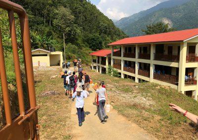 Ankunft in neuer Schule Nepal