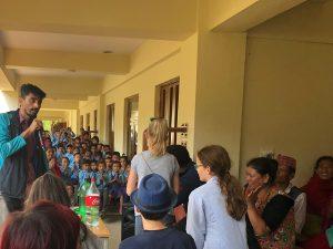Herzliche Begruessung in Schule Nepal