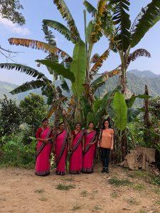 Lehrerinnen Schule Bergdorf in Nepal