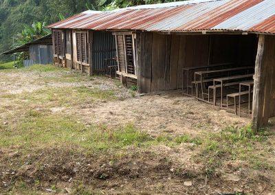 Rester der alten Schule in Nepal im Bergdorf