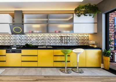 620-Schranktuer-Folierung-kleben-Moebelfolie-gelb-Kuechenfolie-Fliesenfolie