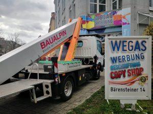 668-Fahrzeugbeschriftung-LKW-Arbeitsbuehne-Beschriftung-Werkstatt-Wegaswerbung