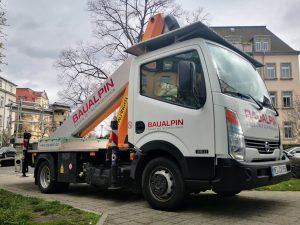 668-Fahrzeugbeschriftung-Transporterdesign-Arbeitsbuehne-Beschriftung-Baualpin