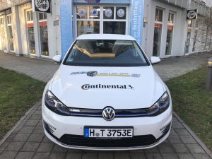 670-Fahrzeugbeschriftung-e-Auto-Fahrzeug-Elektromobil-Reifenzentrale-DRZ