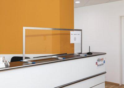 Corona-Wand-Wall-Schutzwand-Spuckschutz-Trennwand-Schutzscheibe-Coronavirus-Theke