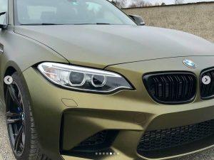 628-Carwrapping-Autofolie-Hexis-gold-matt-HX30N71M-Front-kleben