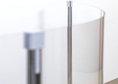 Corona-Wand-Wall-20-gebogene-Schutzwand-Spuckschutz-Acrylglas-Praxis-Anwalt-Hotel-Firma