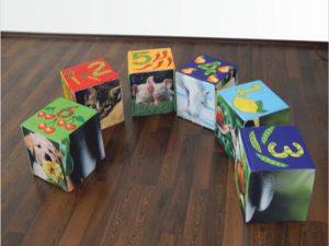 Sitzwuerfel-Sitzhocker-bedrucken-Druckerei-wegaswerbung
