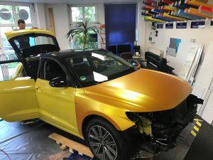 628-Audi-gelb-in-Avery-metallicsatin-energetic-yellow-folieren