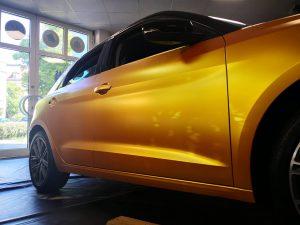 628-Autofolie-Avery-metallicsatin-energetic-yellow-Beklebung-Werkstatt