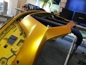 628-Autofolie-Avery-metallicsatin-energetic-yellow-Vollfolienverklebun