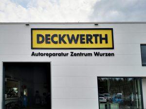 670-Fassadenbeschriftung-Acrylbuchstaben-Schrift-Logo-Deckwerth-Autoreparatur