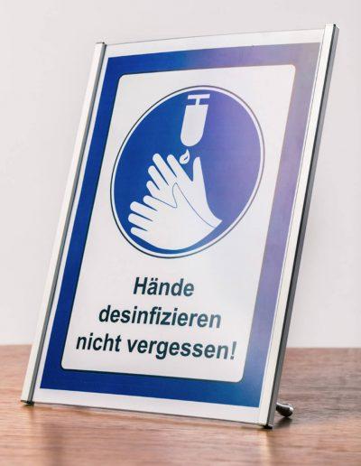 Aufsteller-Hinweisschild-Tisch-Theke-Haende-desinfizieren-nicht-vergessen