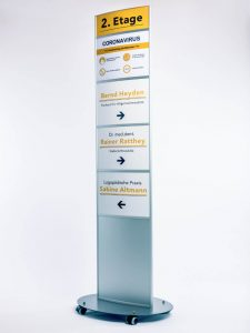 Infektionsschutzsysteme-Aufsteller-Hinweis-Corona-Schutz-Massnahme