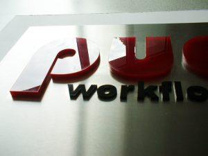 673-3D-Schild-aus-Edelstahlschild-Acrylbuchstaben-gelasert-beschriftet