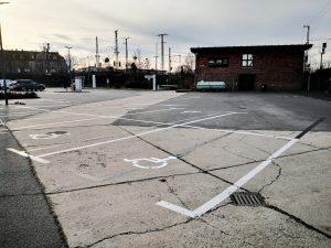 676-Parken-Bodenmarkierung-Parkplatz-Behindertenparkplatz