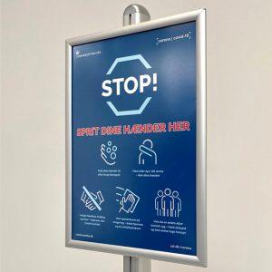 Spender-mit-Sensor-Klapprahmen-Plakat-Hygieneregeln-Schutz-Coronavirus-Infostaender-852
