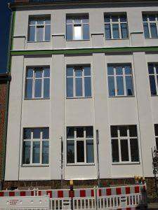 471-Sonnnenschutzfolie-Silber-Hell-Dunkel-Aussen-Gebaeudefenster