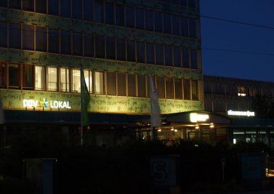 675-Aussenbschriftung-LED-Licht-Leuchtbuchstaben-Frontleuchter-nachts-Dresden