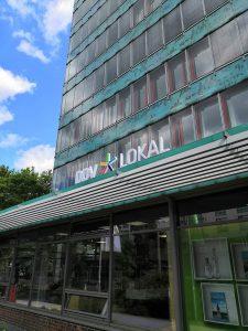 675-Leuchtreklame-DDV-Lokal-Dach-Haus-der-Presse-Dresden-Leuchtwerbung