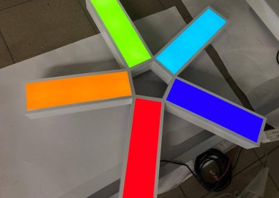 675-Leuchtreklame-Leuchtlogo-Werkstatt-bauen-Licht-Test