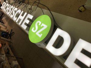 675-Leuchtreklame-Saechsische-SZ-de-Leuchtbuchstaben-Werkstatt-bauen-Dresden