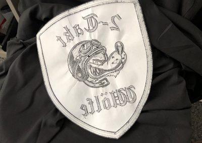 492-Emblem-sticken-Aufnaeher-Rueckseite-bestickt-Lederjacke-Stickerei
