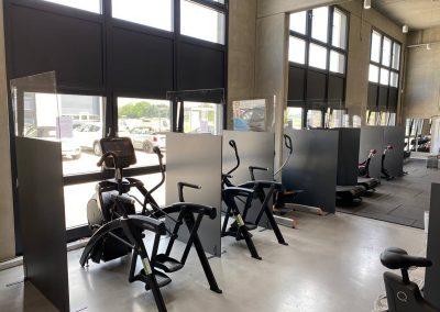 Corona-Schutzwaende-Hygieneschutzkonzept-Spuckschutzwand-Fitnessstudio