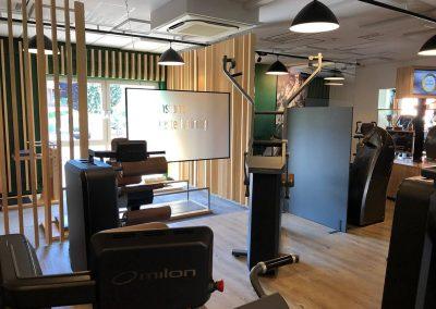 Corona-Schutzwand-Hygieneschutzkonzept-Fitnessstudio-Firma-Konferenzraum