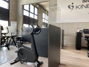 Coronavirus-Covid-19-Schutzwand-Hygieneschutzkonzept-Fitnessstudio
