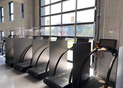 Hygieneschutzwaende-Schutzkonzept-Covid-19-Fitnessstudio-Friseur