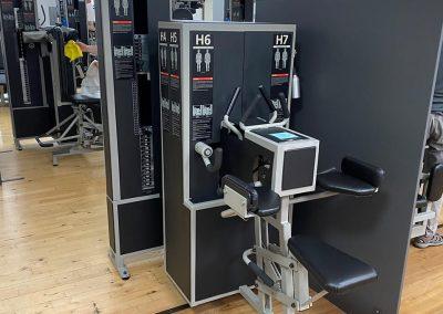 Infektionsschutzwand-grosser-Aufsteller-Coronavirus-Schutz-Friseur-Fitness