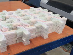 530-Werbemittel-Acrylglas-Plattendirektdruck-fraesen-gefraest