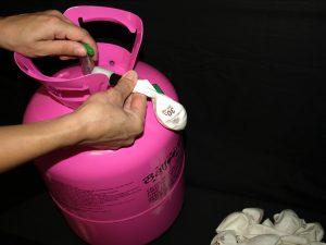 531-Luftballons-aufblasen-fuellen-Flasche-Helium-Werbemittel