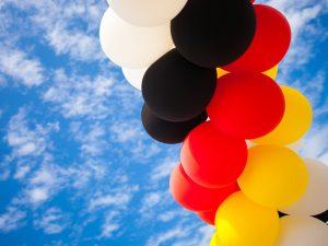 Luftballons-rot-schwarz-gelb-weiss-Deutschlandfarben-Werbeballon-Aufdruck
