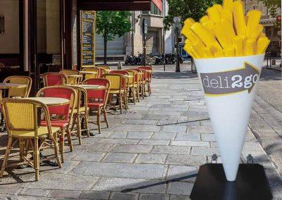 3-D-Figur-Plastik-Werbefigur-Pommes-Tuete-Gaststaette-Restaurant