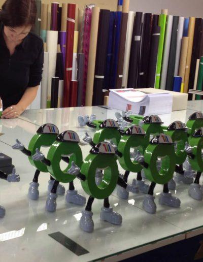 512-Werkstatt-wegaswerbung-3-D-Figuren-lackieren-Handarbeit