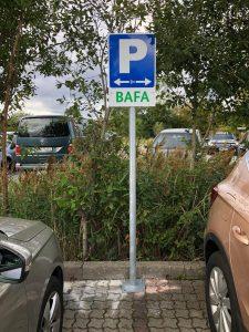 680-Aufsteller-Rohrpfosten-Fussplatte-zum-aufschrauben-Parkplatzschild