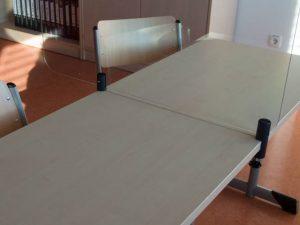 Klemmhalter-Tischklemme-Rund-farbig-Corona-Hygieneschutzwand-Acrylscheibe