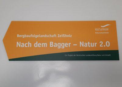 684-Wegweiser-Schild-Pfeil-bedrucken-schneiden-Kontur-fraesen-kleben-Montage