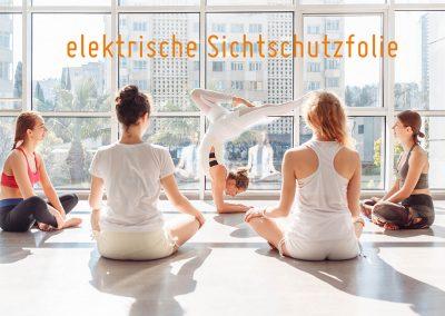 Sichtschutzfolie-weiss-elektrisch-schaltbar-dimmbar-Fitnessraum-Club-Arzt-Physiotherapie