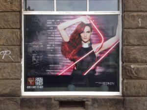686-Friseur-Schaufensterwerbung-Fensteraufkleber-Window-Graphics-Lochfolie