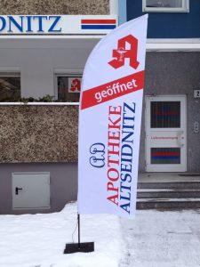 684-Fahne-Beachflag-Segel-Apotheke-Altseidnitz-Dresden-geoeffnet