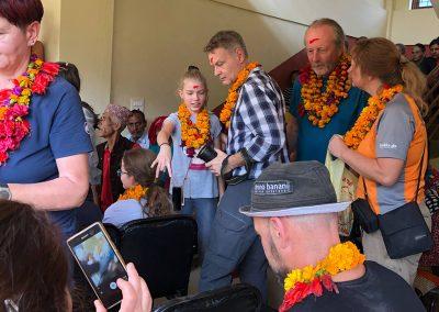 Schulfeier-Nepal-mit-Reiseteilnehmer-Dresden