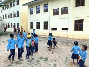 Spende-an-Kinder-Lehrer-Schule-Nepal